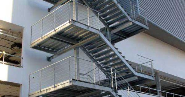 Escaleras construidas combinando la seguridad y el dise o - Materiales para escaleras ...