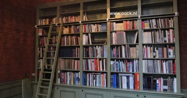 Klassieke boekenkast kenmerken zijn de onderkasten die for Klassiek interieur kenmerken