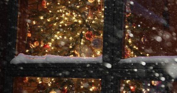 Christmas Decorations At Haskins : Snowy christmas window windows