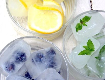 Fruit Ice Cubes: Add Mint, Lemon Slices or Fresh Blueberries to Ice