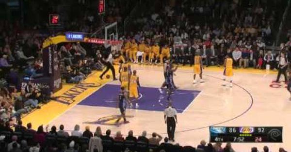 Henderson Monster Dunk On Dwight Howard Lakers Vs Bobcats Nba 2012 13 Season Dec 18 2012 Kobe Bryant Kobe Air Max Women