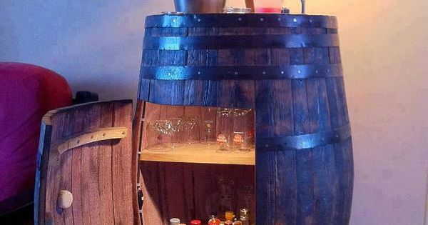 Diy wine barrel cabinet lots of ideas and tutorials to for Botte arredamento