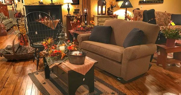 Love This Furniture Store Displays Gives Me All Kinds Of Idea Wish It Was In Western Illinois Primitive Living Room Country Decor Country House Decor