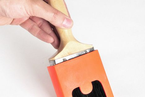 The 'Brush Guard' restricts the brushes bristles from spanning out when pressure