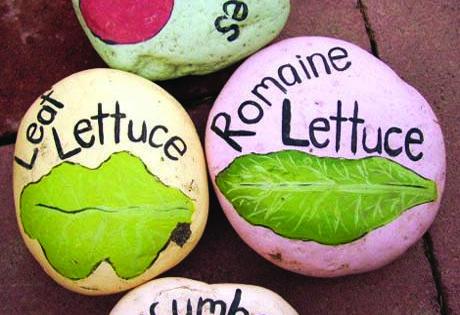 Super cute idea!! Garden Stone Markers! gardening markers