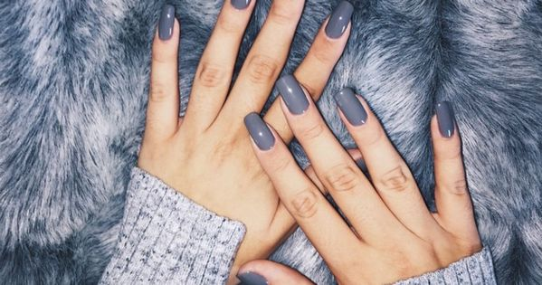 Ongles vernis (gris)