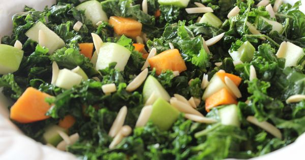 """Raw"""" Kale salad with apples 