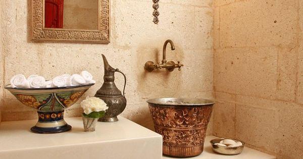 Tile floor,stone walls,& copper sink!  Decoracion ...