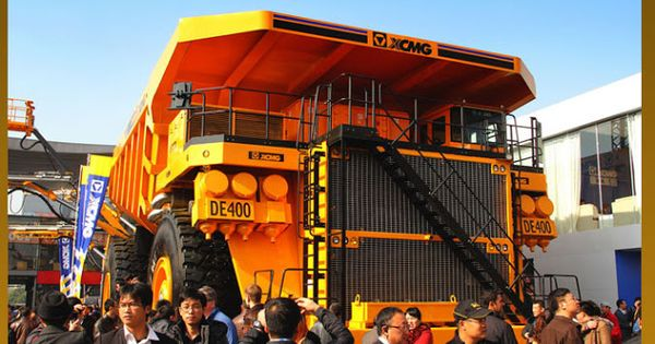 The world's largest-tonnage mining dump truck DE400 jointly designed and developed by XCMG Railway Equipment Co., Ltd. and Research Institute rolled off the production line on 5th November, 2012.