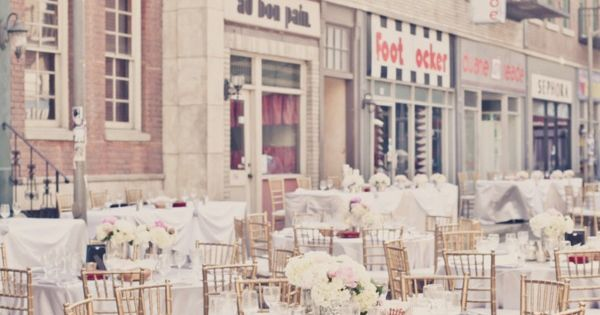 gold chiavari chairs, white linens