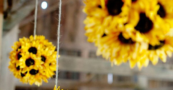 DISPLAY IDEAS: DIY Sunflower Flower Balls - super easy to create. Buy