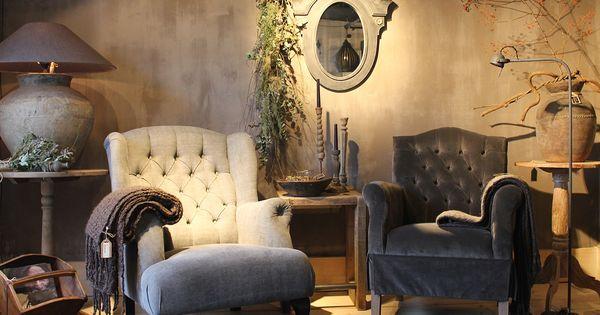 Woonkamer landelijke stijl met accessoires van hoffz rechter stoel wijntafeltjes kandelaren - Garderobe stijl van lodewijk xv ...