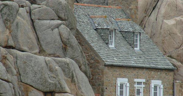 Tiny Home Designs: Small House Built Between Two Rocks
