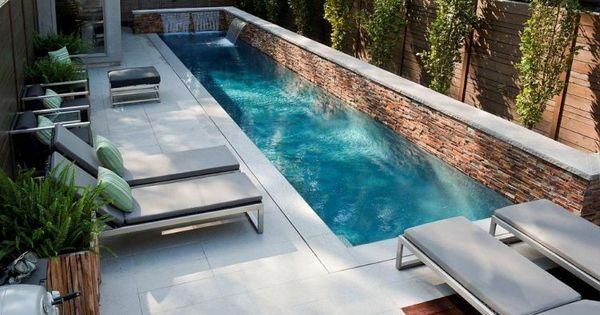 r ckzugsort am pool mit sichtschutz und sch ner. Black Bedroom Furniture Sets. Home Design Ideas