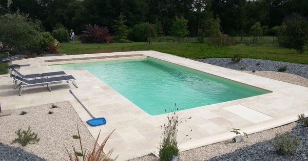 Entourage piscine en travertin terrasses pierres naturelles pinterest terrasse pierre for Entourage piscine design