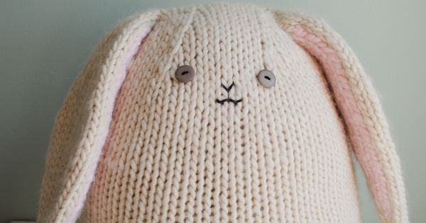 Chunky Knit Bunny - free pattern. This would be a lovely pillow