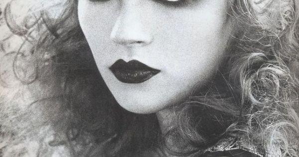Dark eyes and dark lips!