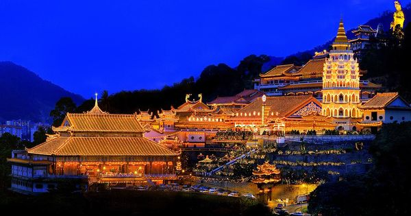 Kek Lok Si Temple Air Itam Penang Malaysia Night View Place To Place Pinterest