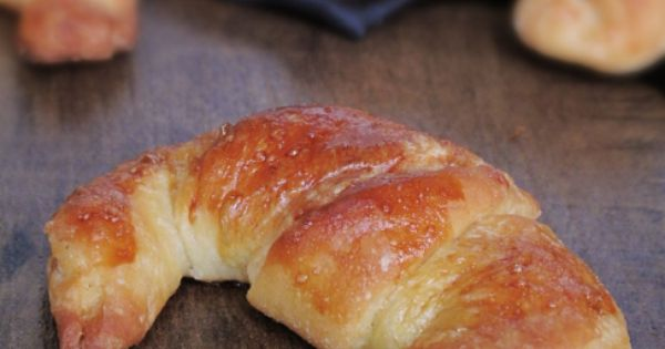 Detailed tutorial on homemade butter croissants. I will attempt this one day.
