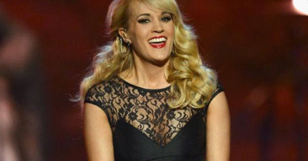 Carrie Underwood Says She S Queen Of Awkward In Marie Claire Interview The Boot Aol Music Celebrities Carrie Underwood Sunday Night Football