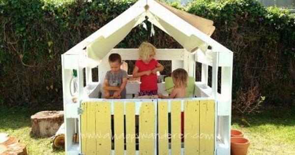 spielhaus aus paletten kinder im garten pinterest spielhaus kinderspielhaus und g rten. Black Bedroom Furniture Sets. Home Design Ideas
