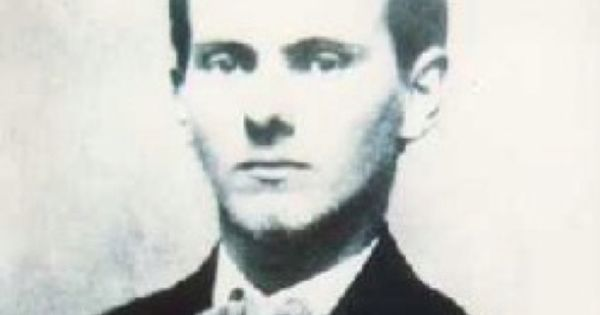 a biography of jesse james a robber Jesse woodson james (september 5, 1847 – april 3, 1882) was an american outlaw, bank and train robber, guerrilla, and leader of the james–younger gang.