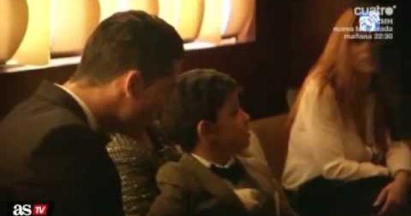 Video Cristiano Ronaldo Introduces His Son To Lionel Messi At Fifa Ballon D Or Awards Cristiano Ronaldo Lionel Messi Ronaldo