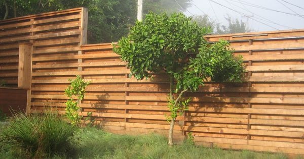 Fence modern designs fence with alternating horizontal for Horizontal garden screening
