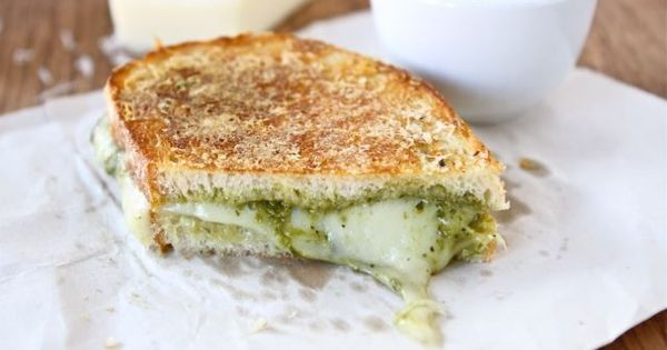 Parmesan Crusted Pesto Grilled Cheese Sandwich http://bit.ly/HkPMnS ...