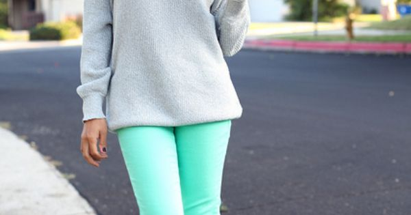 outfit with mint jeans