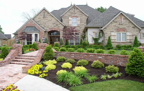 Classic residence front yard landscaping ideas