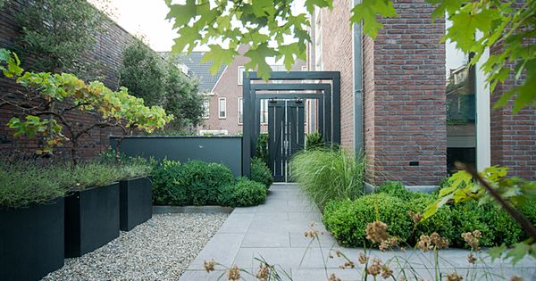Sfeervolle stadstuin met veranda bart bolier tuinarchitect ontwerp - Eigentijds pergola design ...