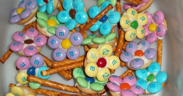 M&M and pretzel flowers - great for Spring theme party or get-together.