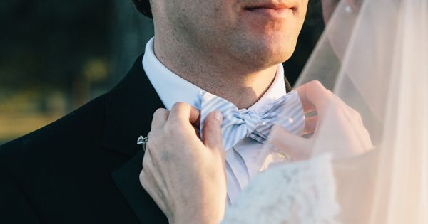 Wedding tie - striped bow tie | Vue Photography #wedding