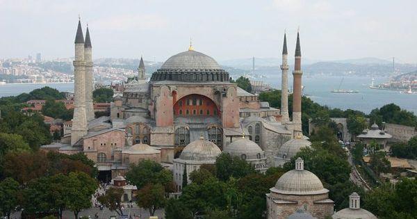 تركيا تعلن عن تحويل متحف كنيسة أيا صوفيا الشهيرة الى مسجد Taj Mahal Landmarks Travel