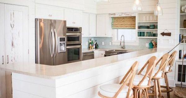 Planche de surf une cuisine blanche contemporaine et une for Planche bois cuisine