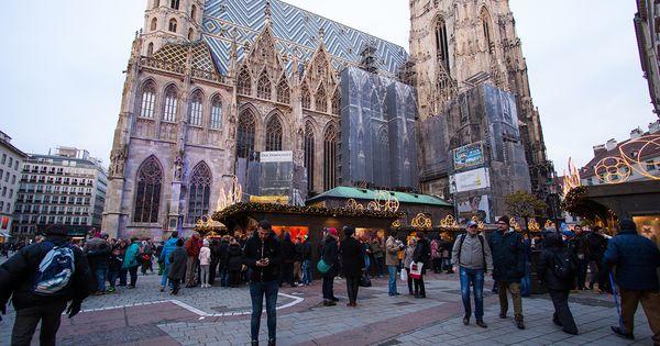 Friss Képek A Bécsi Adventről Advent Bécs Adventbécs Adventibécs Vásár Utazás Barcelona Cathedral Cathedral Landmarks