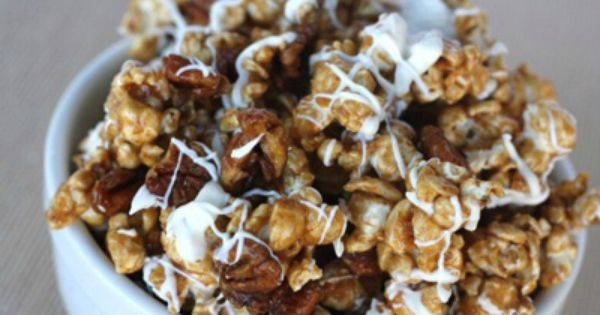 Cinnamon Caramel Corn with pecans and white chocolate (cinnamon roll popcorn)