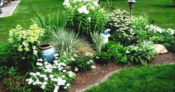 parterre de fleurs 21 id es magnifiques pour le jardin contemporain parterres de fleurs. Black Bedroom Furniture Sets. Home Design Ideas