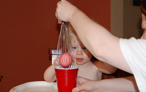 Use Wire Whisk and Red Solo Cup to Dye Easter Eggs! Genius