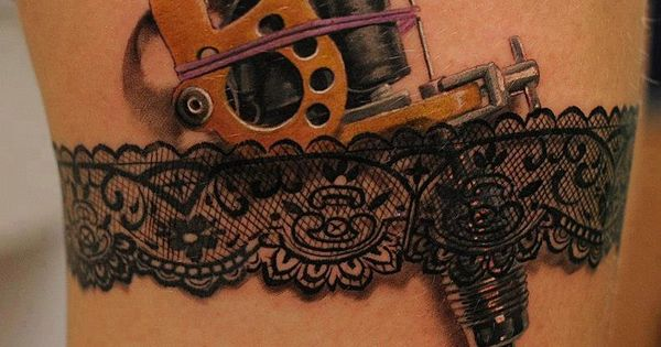 Dentelle porte jartelle tattoo pinterest tattoo for Gun holster tattoo