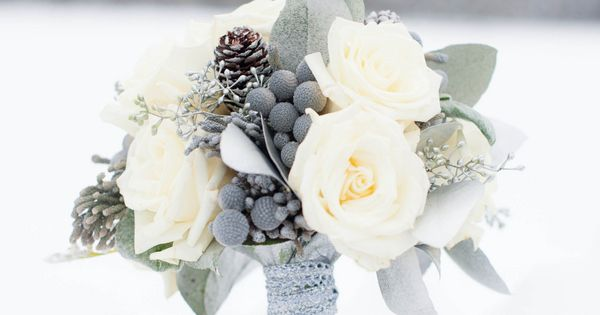 Winter Bouquet // Photography by Alison Mish Photography, Flowers by Posies by