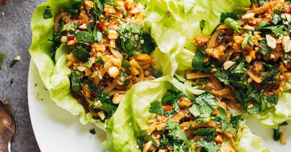 Peanut chicken lettuce wraps with ginger garlic sauce - Cuisiner le gingembre ...