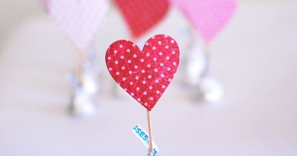 DIY Valentine's Day kisses. I love the use of Hershey's kisses as