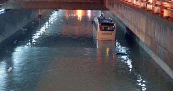 الأمطار تفضح الفساد الكبير في اغنى دولة في العالم الخطط السعودية المهترئة تغرق Canal Structures