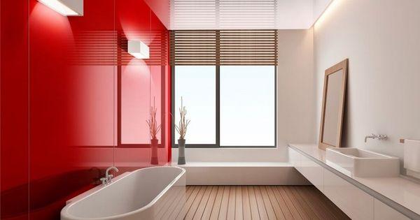 badezimmer-ohne-fliesen-glas-wandpaneele-rot-holzboden Badezimmer - badezimmerwände ohne fliesen
