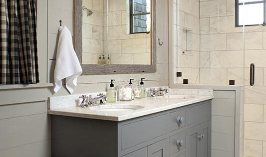 Check out the gray cabinets in this modern farmhouse master bath. bathroom