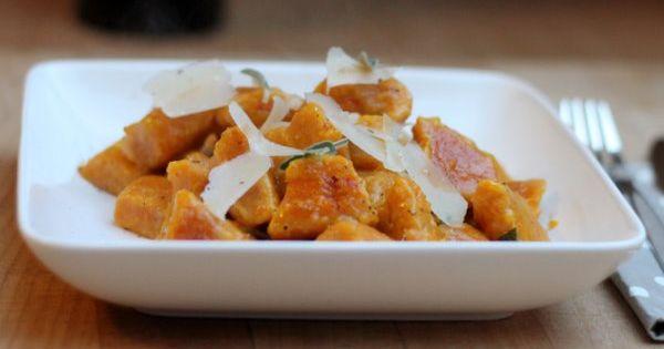 Kürbis-Gnocchi mit Salbeibutter   Food - Savory   Pinterest   Gnocchi ...