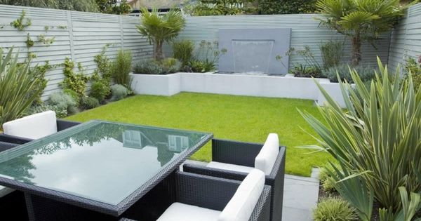 Patio peque o con dise o paisaj stico moderno jard n for Paisajismo patios