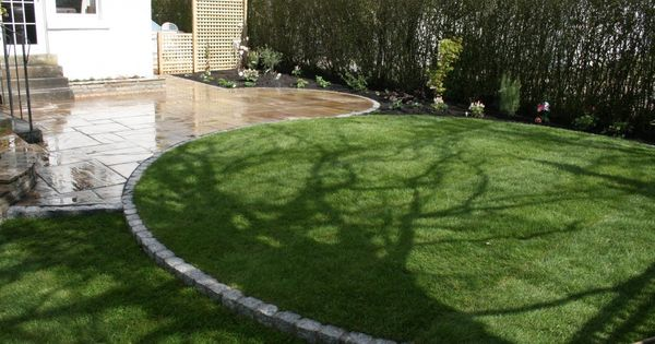 Small circular lawn with granite setts edge in giffnock for Garden design ideas glasgow